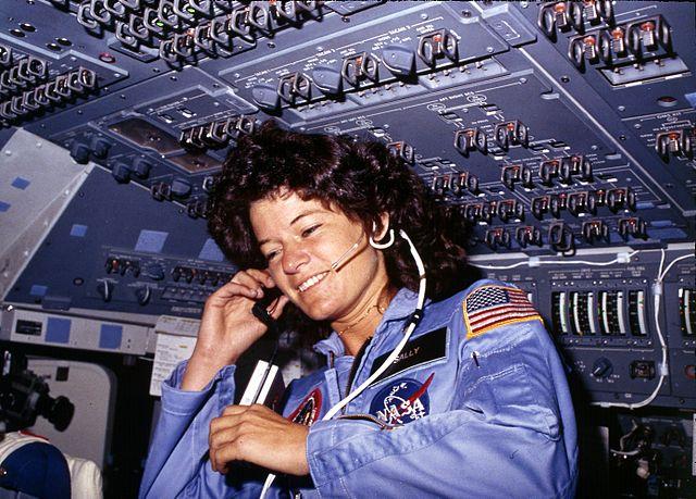 Sally Ride in der Challenger, wie sie kommuniziert