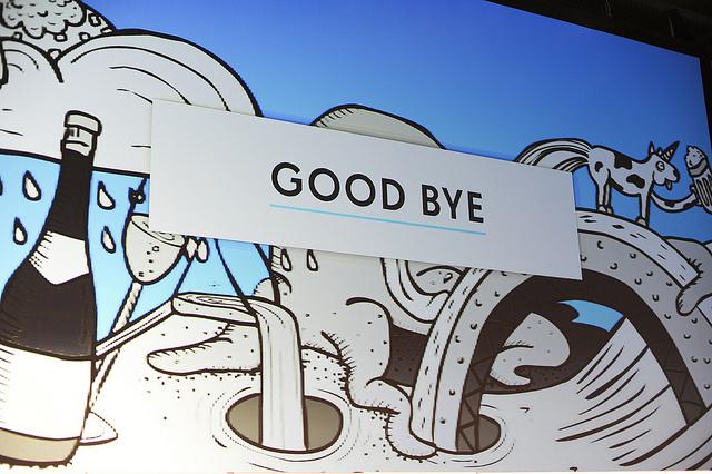 Auf einem blauen Hintergrund mit einem gezeichneten Hund, Krake und Champagner steht: GOOD BYE