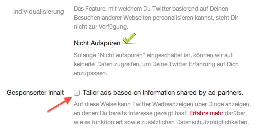 """Screenshot der Twittereinstellungen. Neben dem Kasten """"Gesponsorter Inhalt"""" ist ein roter Pfeil."""